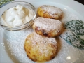Cottage cheese pancakes with sour cream